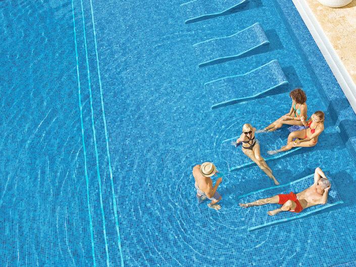 Breathless Punta Cana Dominikanische Republik - Relaxen mit Freunden im Pool