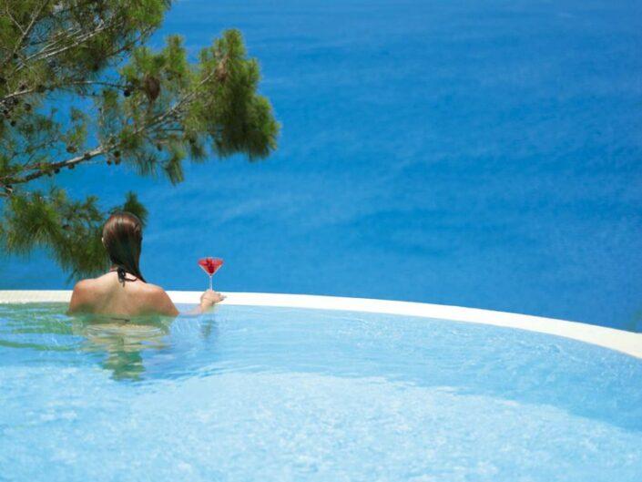 Lindos Blu Luxury Rhodos - Ein Drink im Pool