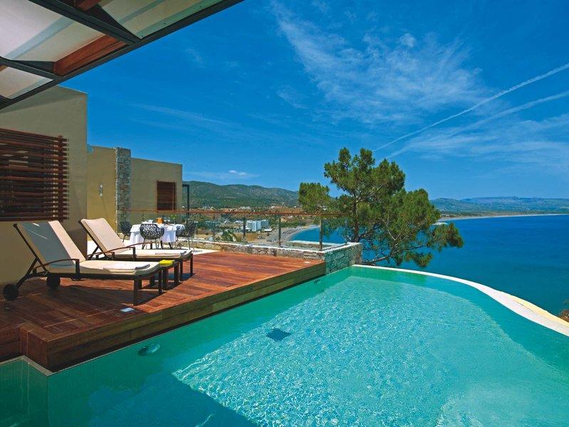 Wohnbeispiel mit Terrasse und Pool