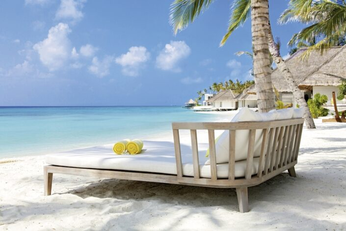 Cheval Blanc Randheli Malediven - Double Relax Sun Beds am Strand