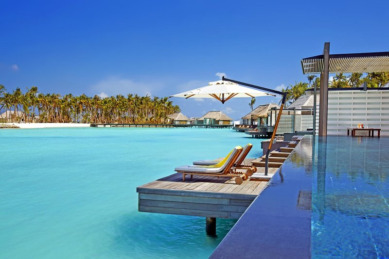Cheval Blanc Randheli Malediven - Am private Pool über der Lagune