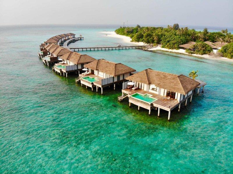 Noku Maldives Traumurlaub auf den Malediven - Blick auf die Wasservillen