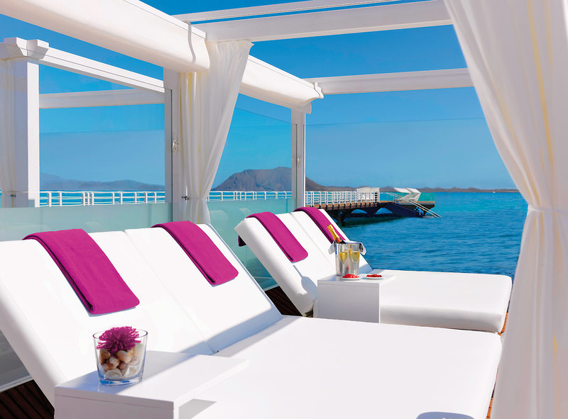 Secrets Bahia Real Fuerteventura - Double Relax Beds am Atlantik