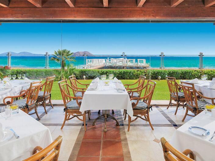 In einem der tollen Restaurants mit Blick auf den Atlantik