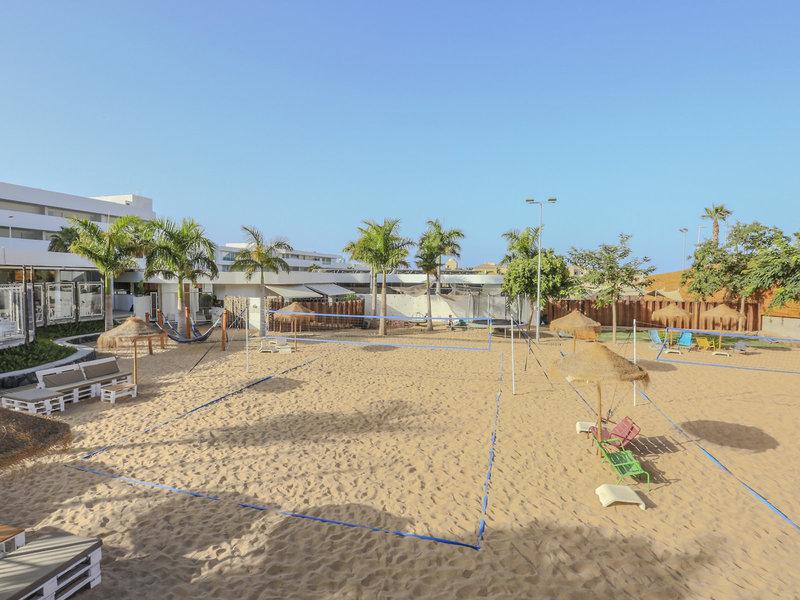 Am Beachvolleyball Platz