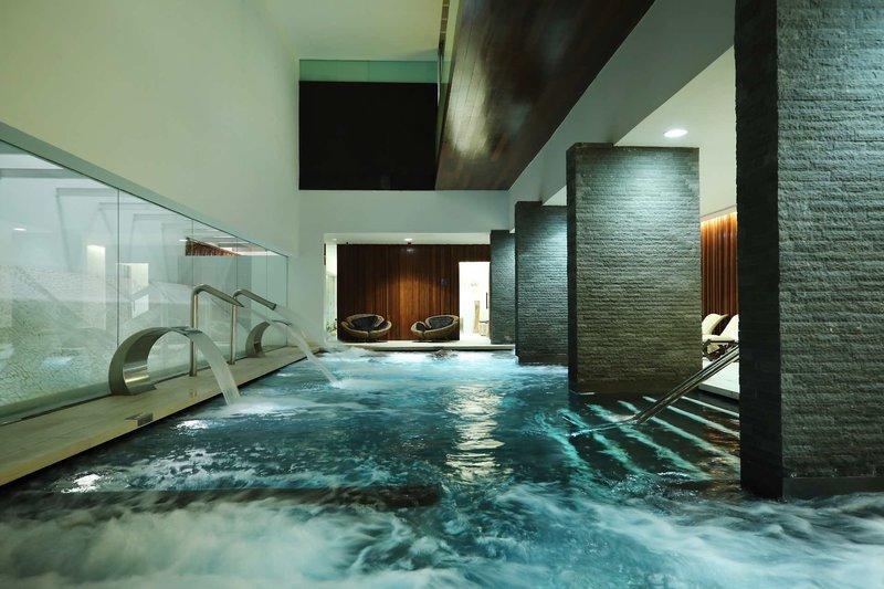 Der Indoor Pool im Spa