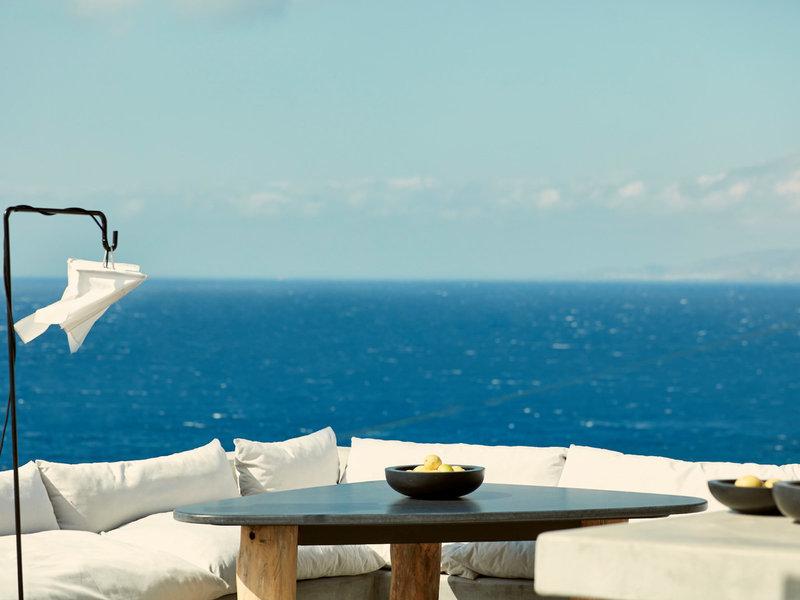Boheme Mykonos Hotel Kykladen - An der Bar mit Blick ohne Grenzen