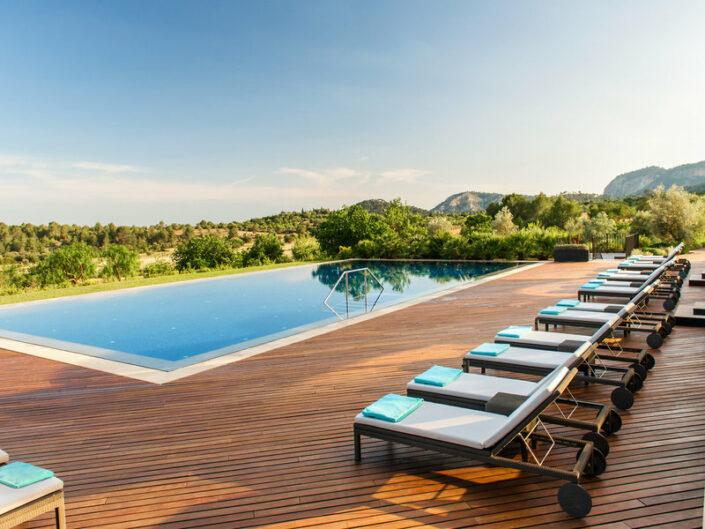 Castell Son Claret Mallorca - Am Pool mit Blick über Mallorca