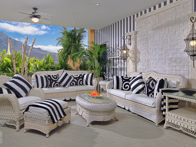 Royal Garden Villas Teneriffa - Entspannungsecken überall in der Anlage